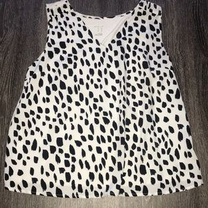 White and black loose blouse